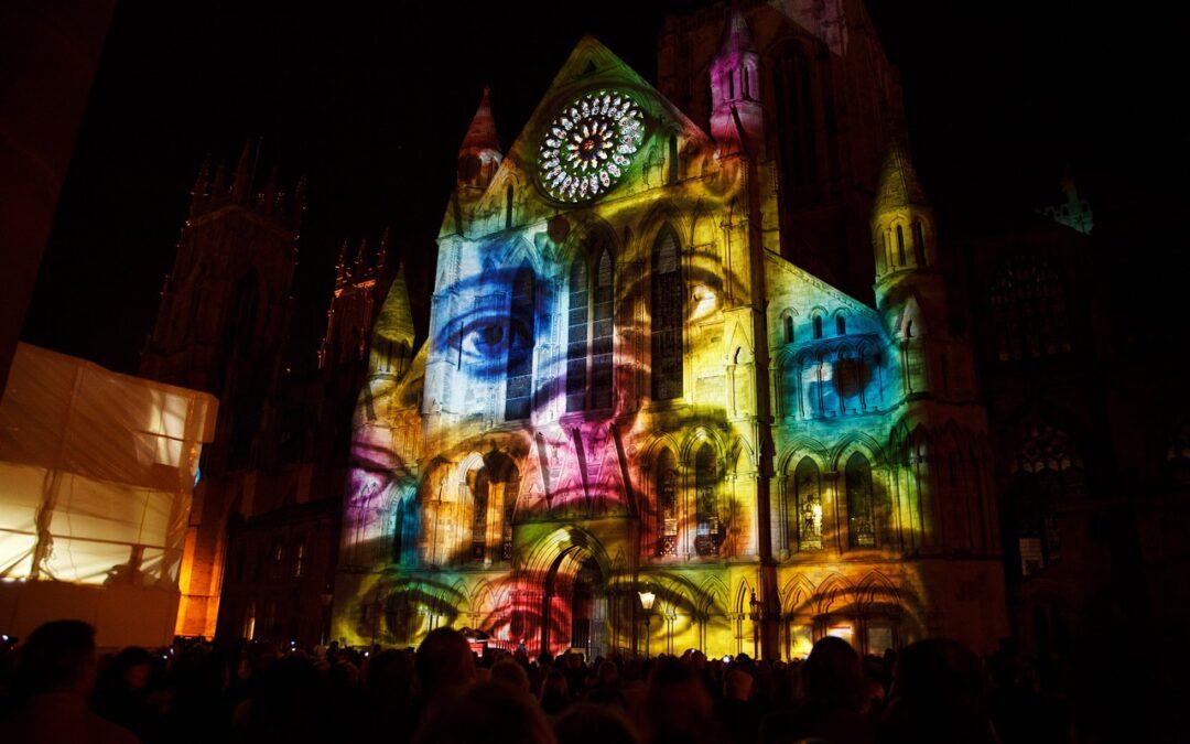 Conecta con tu público a través del vídeo mapping La innovación tecnológica y artística se establece en los eventos